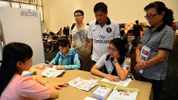 Nhiều học sinh, sinh viên và phụ huynh đến tham gia Hội thảo du học Nhật Bản tổ chức ở TP.HCM