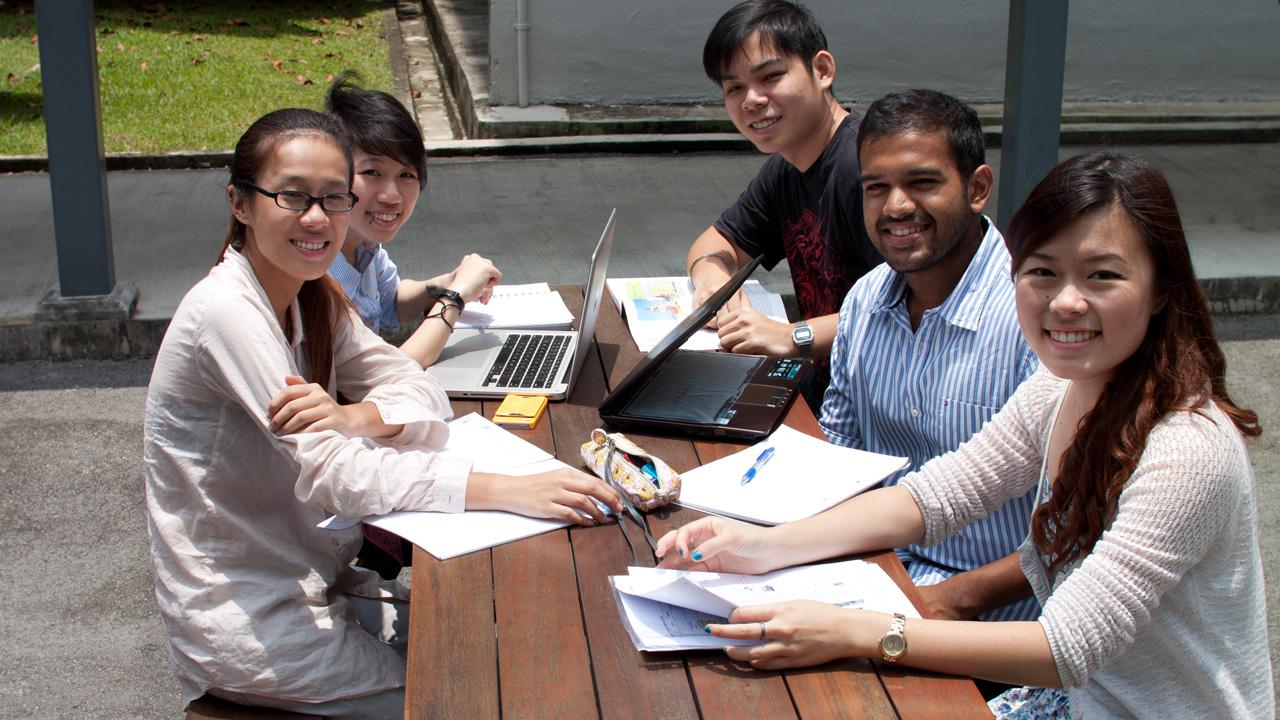 Du học sinh Singapore và người bản xứ
