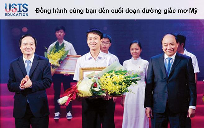 Nguyễn Thế Quỳnh nhận giải thưởng