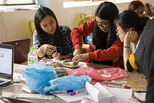 Học sinh nữ tại Việt Nam