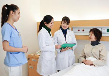 Trong thời gian học việc, học viên điều dưỡng cũng sẽ được nhận mức lương tối đa là 34 triệu đồng/tháng. Ảnh minh họa