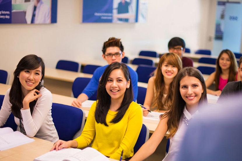 Bạn sẽ phải tham gia 1 khóa học ngoại ngữ để đạt đủ trình độ trước khi học chính khóa